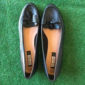 Shoes - Women's black leather loafers size 10 moccasins
